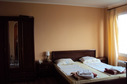 спалня апартамент под наем на хотелски принцип