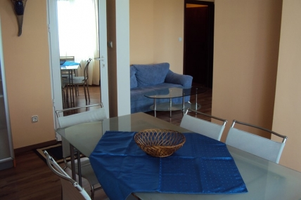маса за хранене апартамент под наем на хотелски принцип