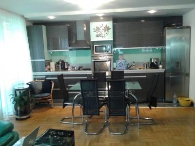 апартманет Веслец- кухня и хол