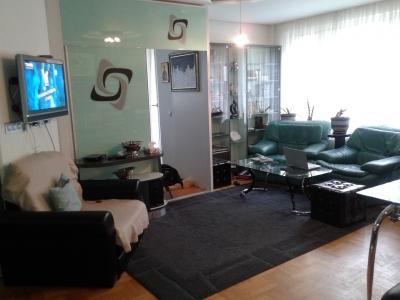 Хол с фотьойли в апартамент на хотелски начала на ул.Веслец в София