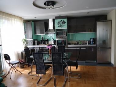 кухня веслец апартамент под наем на хотелски принцип